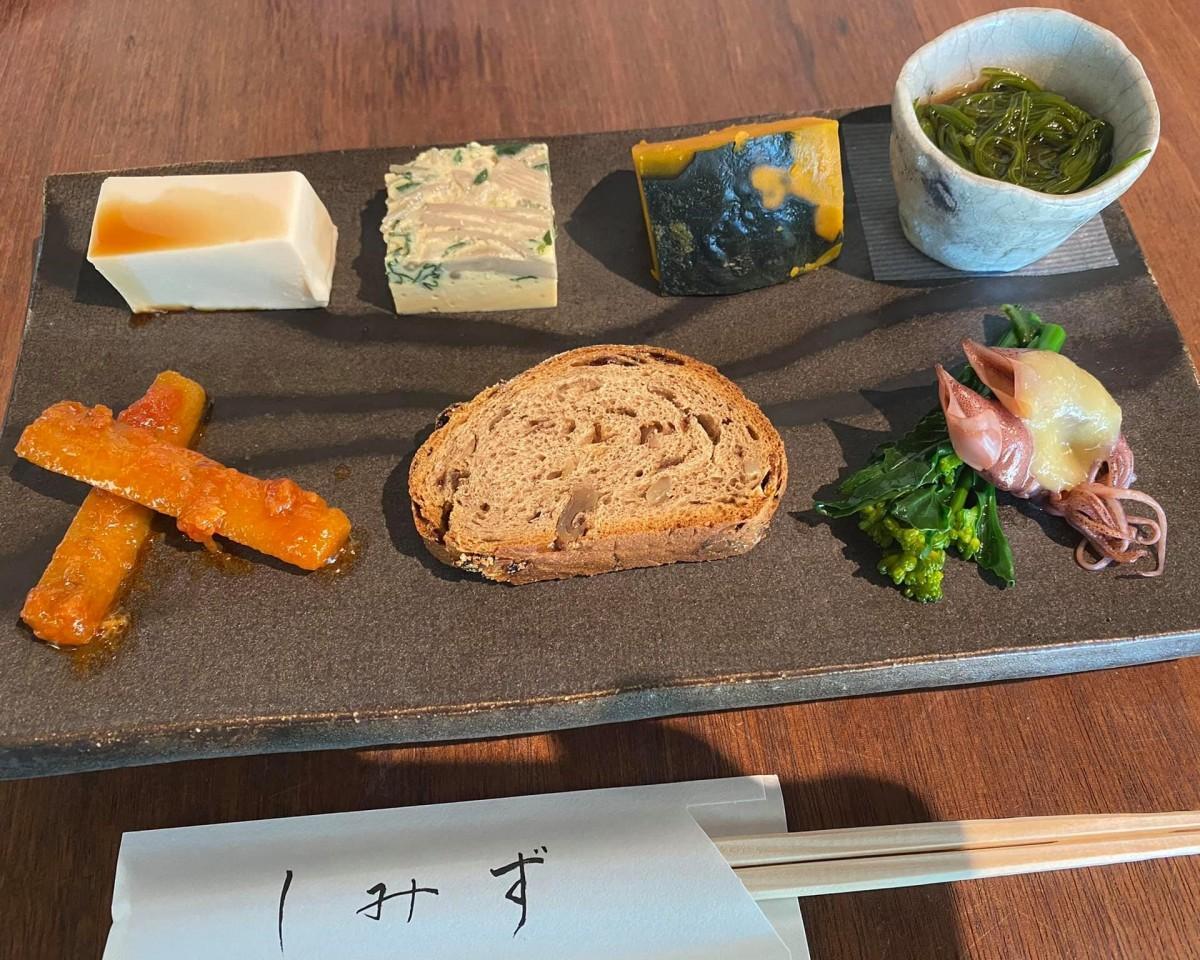 「平日の昼限定」コースで提供される7種類の「前菜」