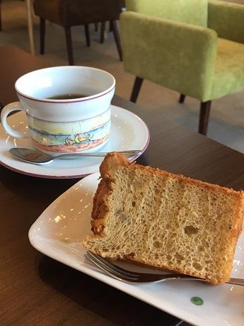 日替わりのスペシャルティーコーヒーと、店主手作りのシフォンケーキ