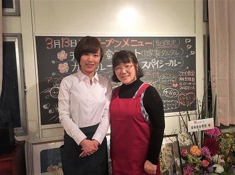 富高に家庭菜園併設のカフェをオープンした堀由希子さん(左)と母親の千鶴さん