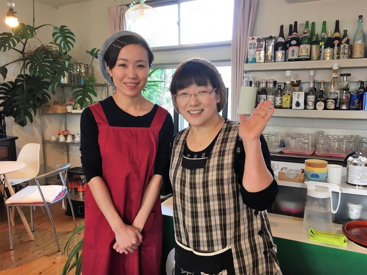 「子どもカフェ」を主催するKakure Cafe NICOの堀さん親子