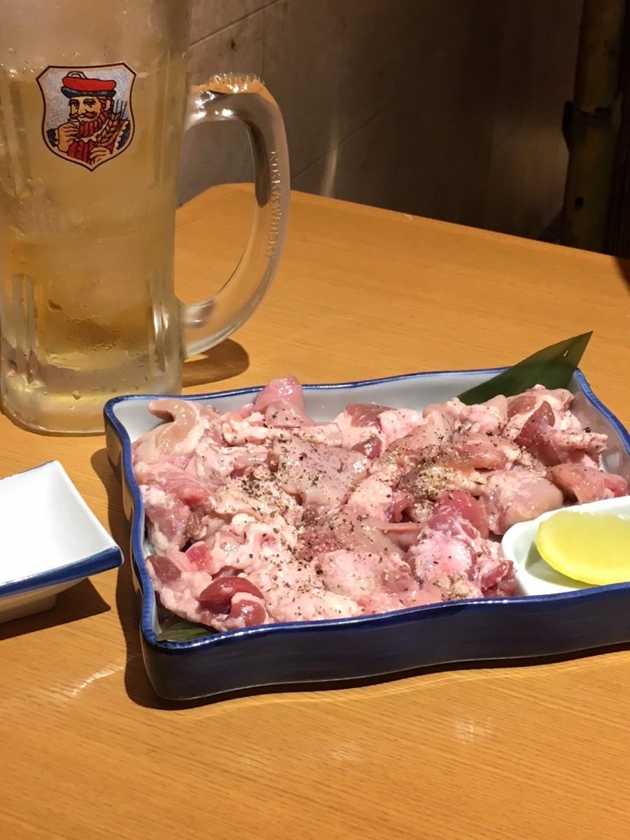 びっしり皿に敷き詰められたタンくず塩