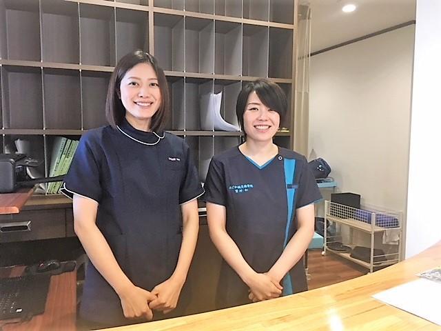 同院院長の繁村和さん(右)と元大王谷幼稚園勤務のスタッフ、中田文香さん