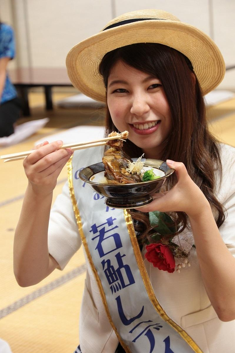 延岡市の観光PRを担当する「のべおか若鮎レディ」の橋本さん