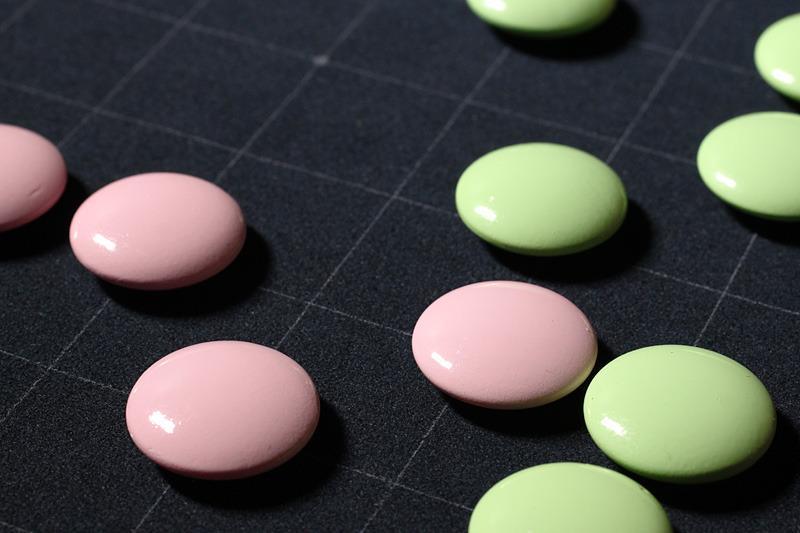 ピンクと薄緑色の碁石セット「さくらご」