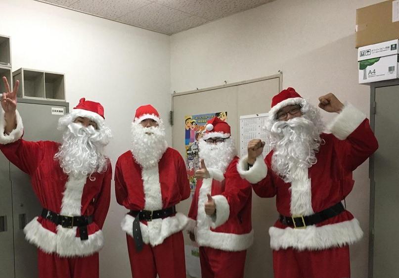 サンタクロースのボランティアスタッフ