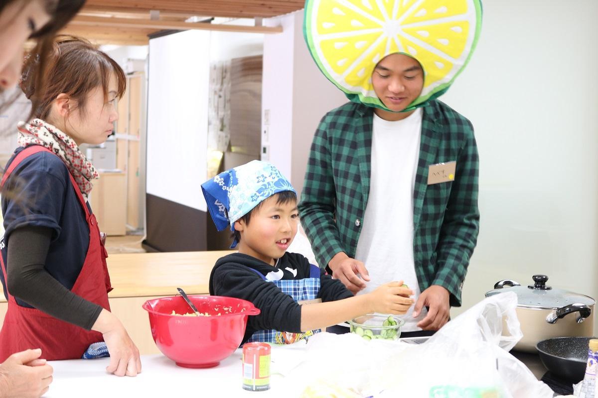 小学生も参加したヘベス料理教室