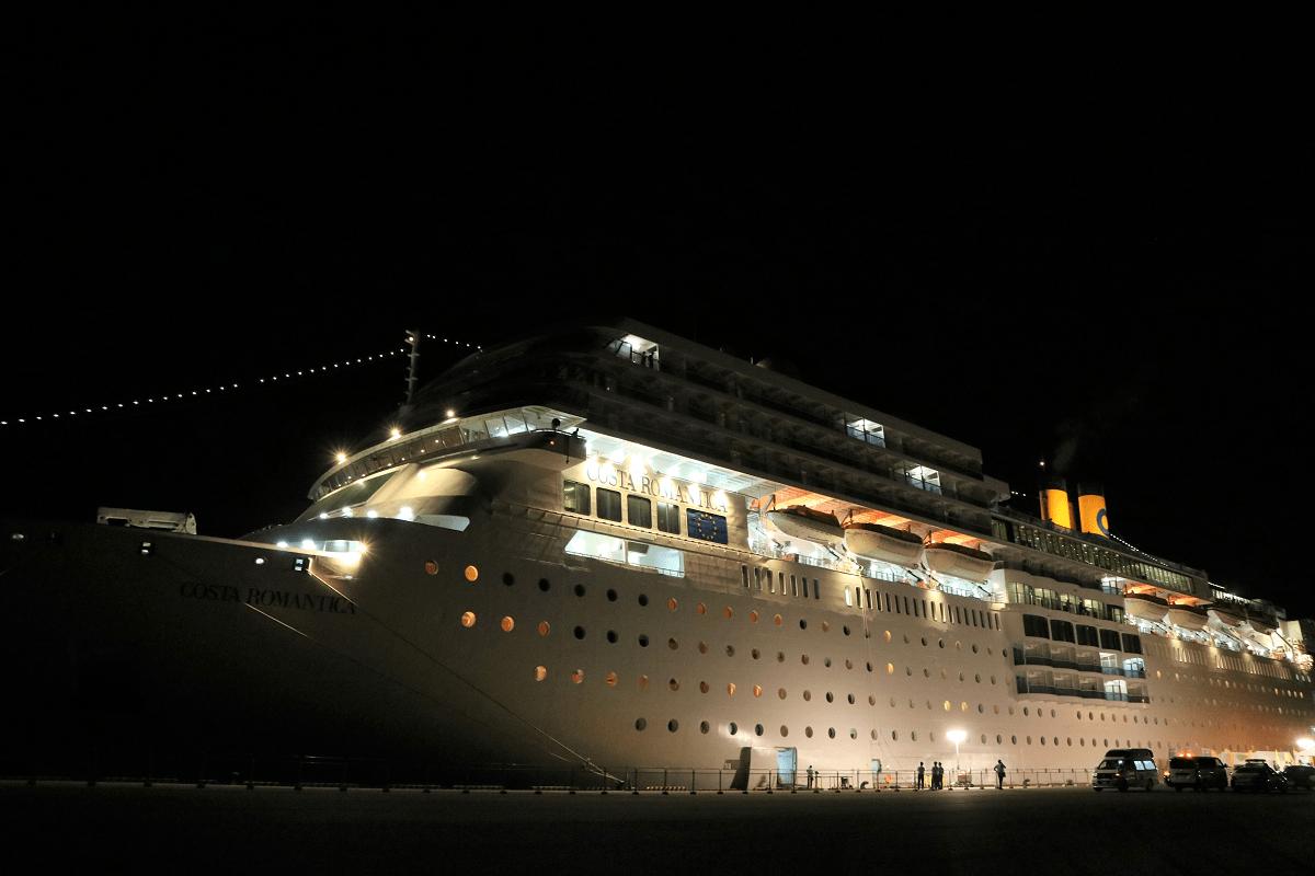 細島港を出港したクルーズ船「コスタ・ネオロマンチカ」