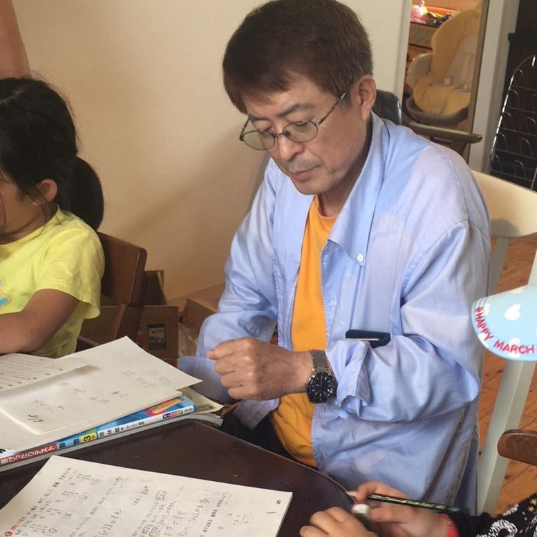 学習支援をする地元学習塾代表の長谷川仁さん