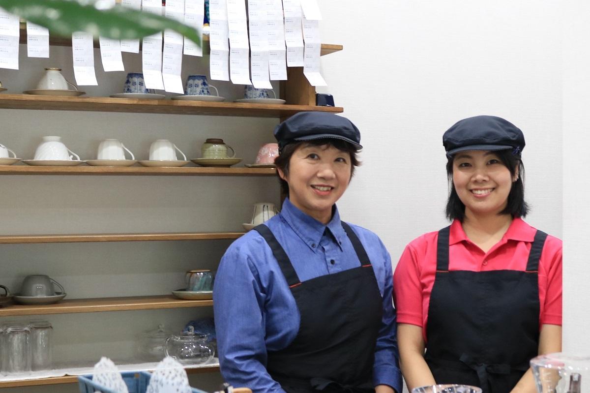 喫茶店「コワン」の(左)小野さゆりさんとすみこさん