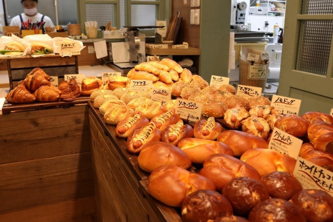 8タイプのパン生地を使うノモベーカリー