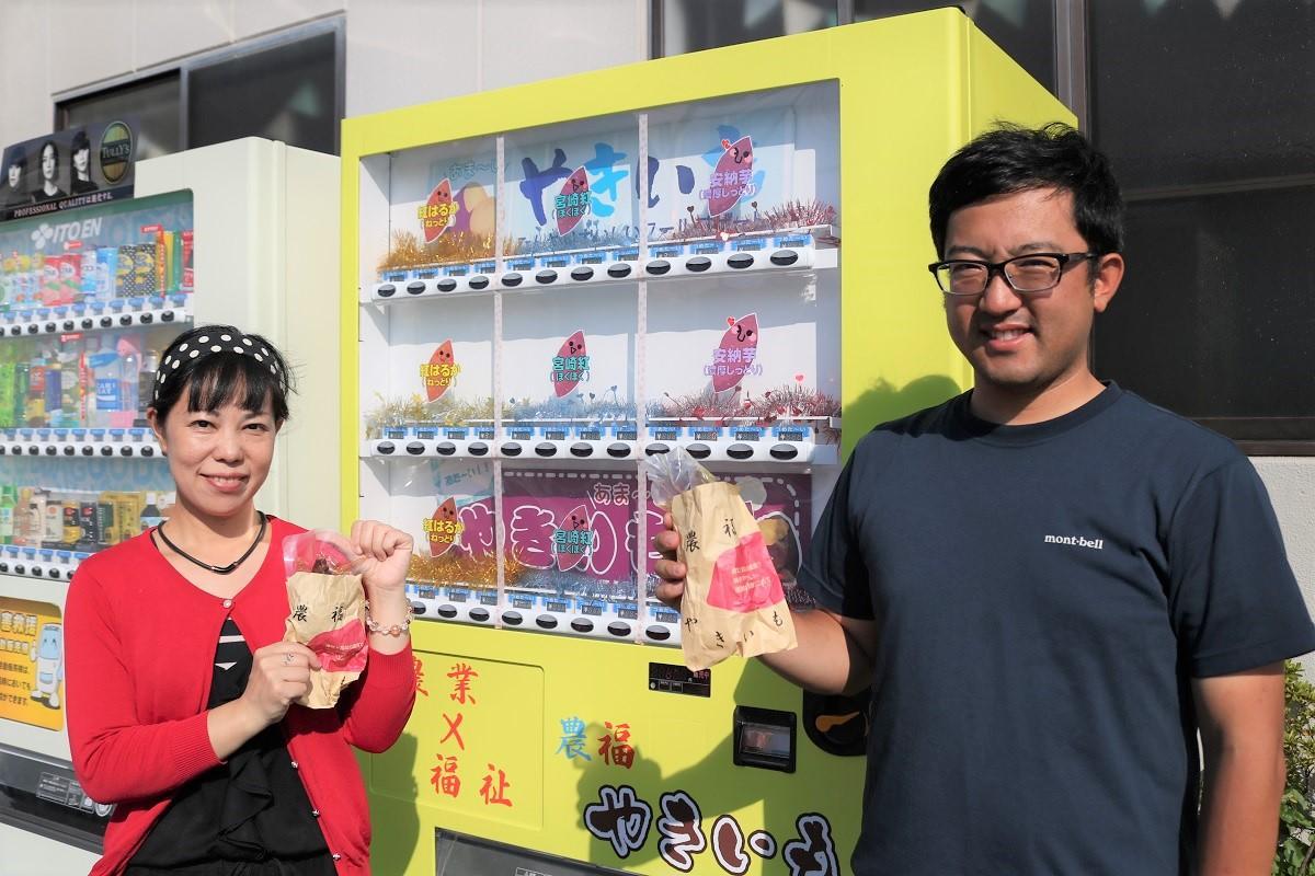 (左から)「めだかハウス日向」のスタッフと代表の押川敬視さん