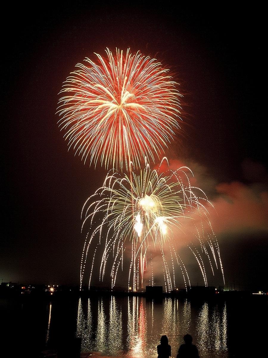 門川湾から打ち上がる花火