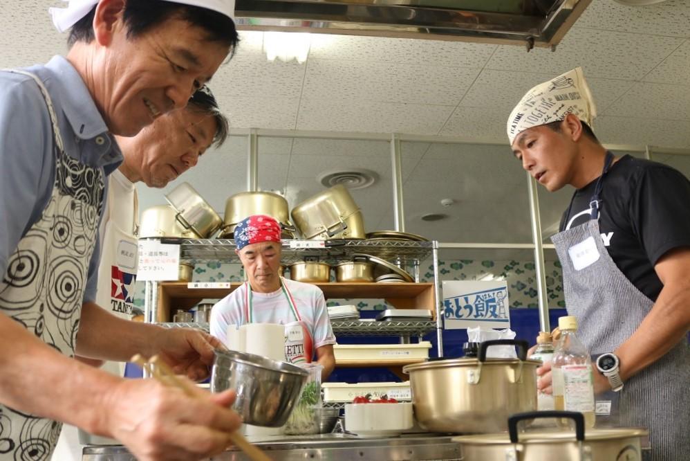 男性のみの「男の料理教室」