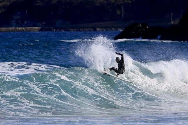 国内有数のサーフスポットとしても知られるお倉ヶ浜海水浴場