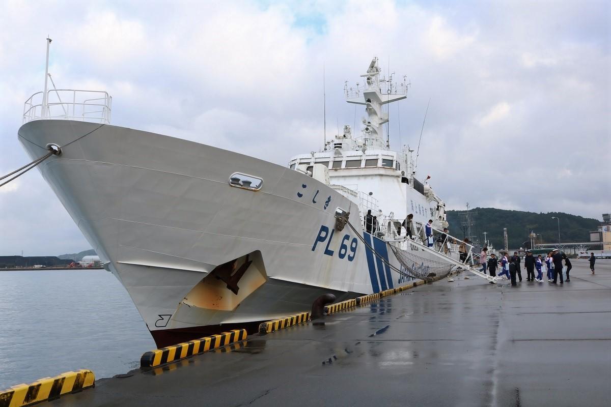 細島工業港に入港した「巡視船こしき」