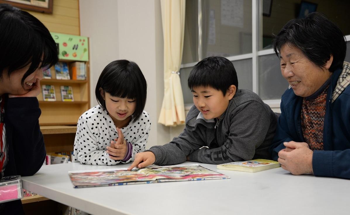 この日訪れた児童、生徒ら