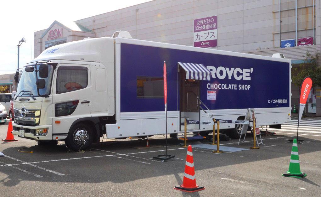 九州内を巡回するロイズの移動販売車