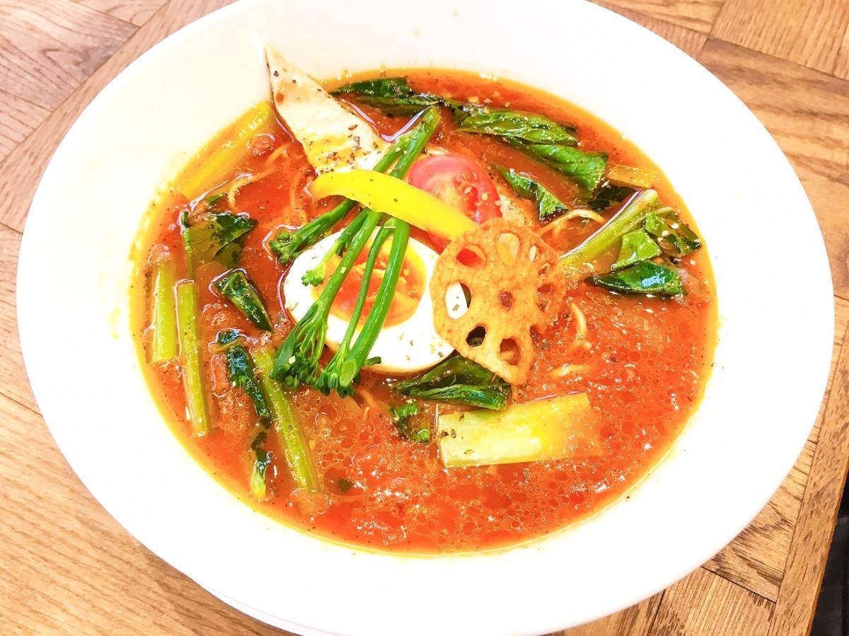 パスタ粉で作る自家製麺とトマトスープの「ベジトマヌードル」