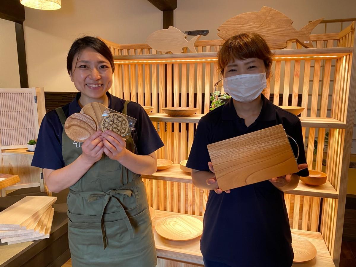 「ヒトトキ」の小倉ともみ(右)さんとえみさん