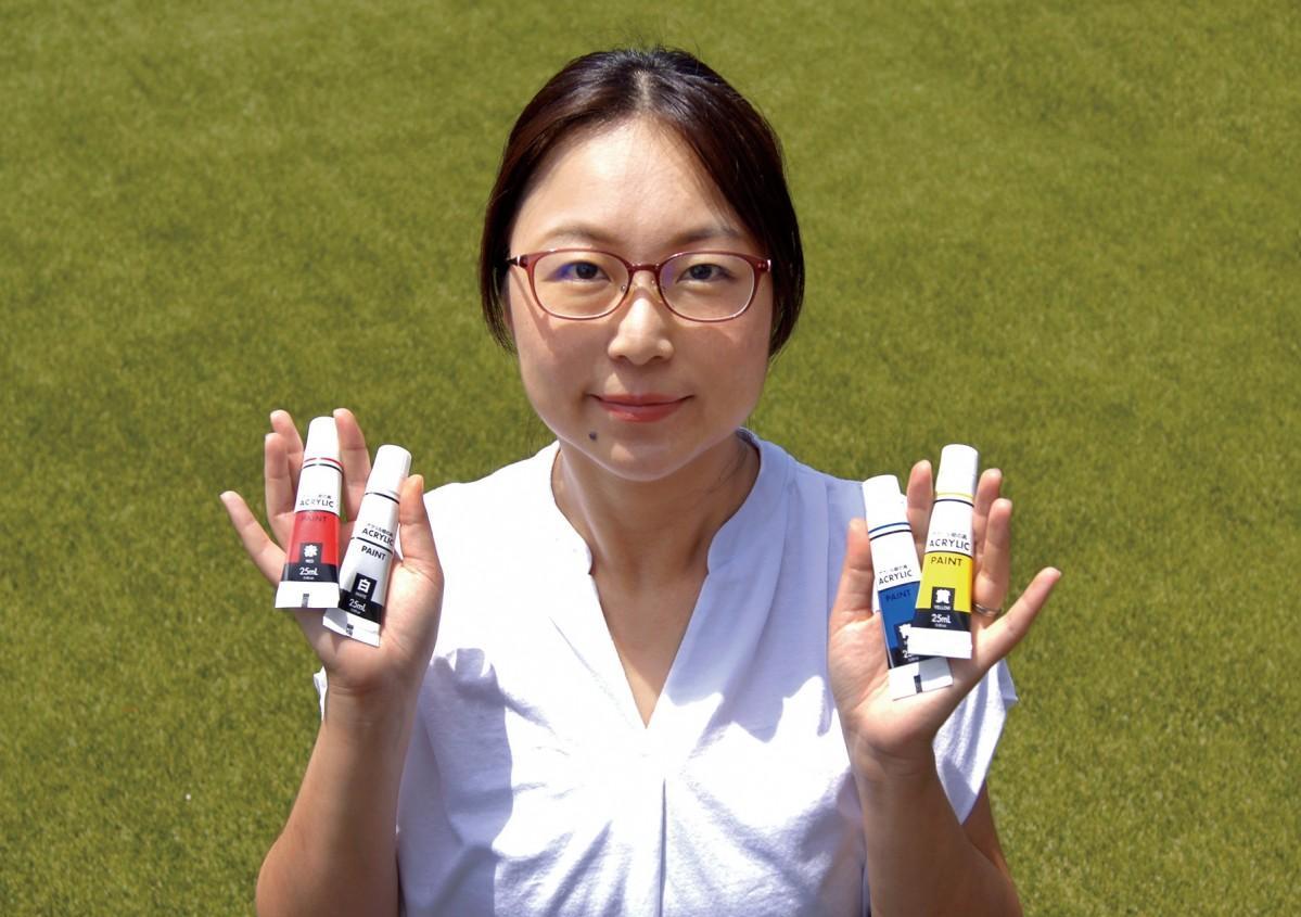 色遊びイベントの講師を務める原田伊久美さん