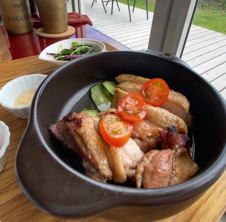 「日向鶏のシンガポールローストチキンライス」(1,200円)も人気メニューの一つ