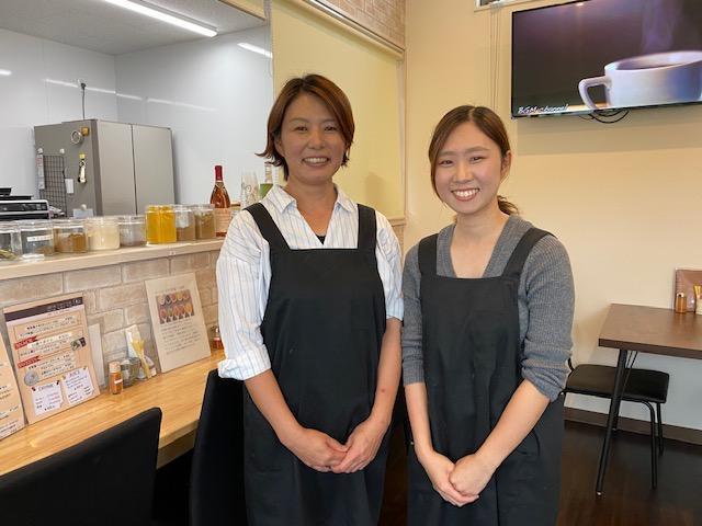 宇都宮美香さん(左)と舞さん