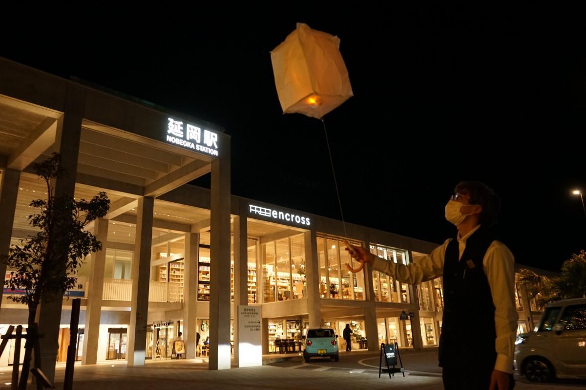 風船とLEDライトで作ったランタン。当日は数百個のランタンが宙に舞う