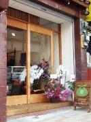 神楽坂にフードコーディネーターが手がけた風呂敷専門店