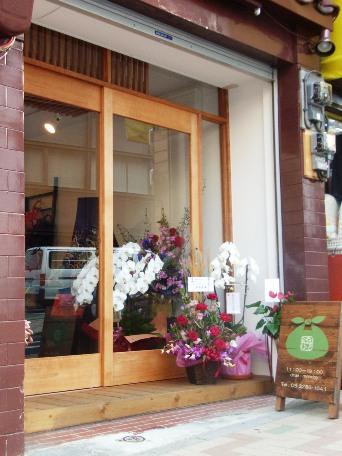 神楽坂通りにオープンした風呂敷専門店