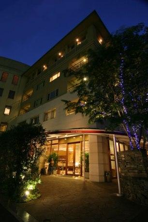 閑静な住宅街にたたずみ個性が光る「アグネス」。館内にはフレンチレストランも。