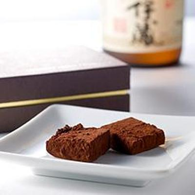 入手困難ともいわれる「森伊蔵」を練りこんだチョコレート「森伊蔵の焼酎ショコラ」