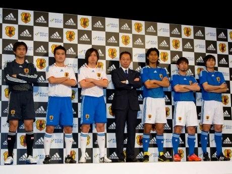 新ユニホームを着用した選手たちの様子©2008 adidas Japan