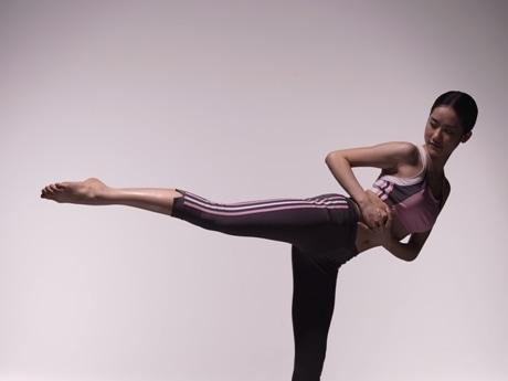 「ヨガ」と「マーシャルアーツ(武道)」を融合させた「adidas style Yoga×Martial Arts」