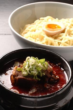 リニューアルオープンに併せて人気メニューの1つ「つけ麺」に新作が登場した。(写真は「辛つけ麺」)