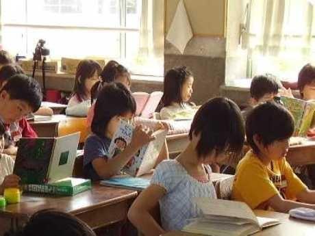 小学校での「朝の読書」風景