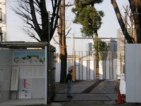 再生プロジェクトが進められている赤城神社。現在は仮殿での祈祷やお参りを受け付けている。