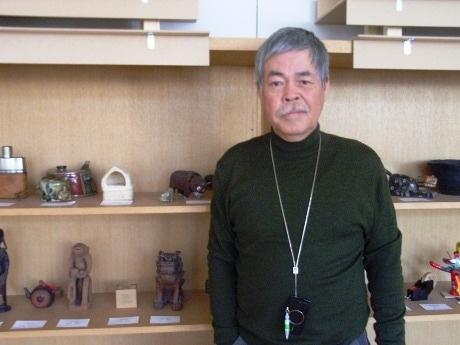 CCAA理事長の鈴石弘之さん。写真は鈴石さんが最も気に入っているという「手で見るギャラリー」で撮影。