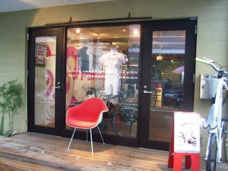 移転増床した自転車カフェ「Pandani」の外観