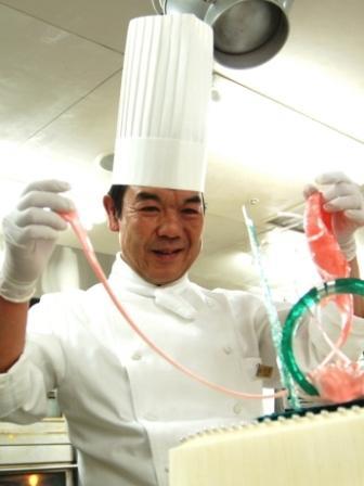 ホテルメトロポリタンエドモントのシェフパティシエ・石田日出男さんによる「バレンタインチョコレートセミナー」が開催される。
