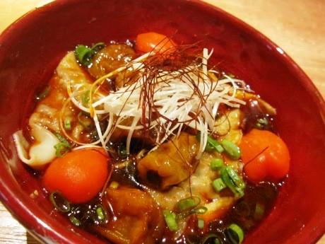 「赤い壺」が1周年記念で提供しているチャレンジメニュー「至辛ハバネロワンタン麺」。これまで7人が挑戦するも、いまだ成功者は現れていない。