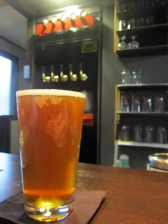 四谷荒木町に地ビールバー「まる麦」がオープン(画像=鬼伝説ビール 金鬼ペールエール)