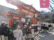 神楽坂で小学生・中学生野球チームが募金活動-被災地に向け義援金