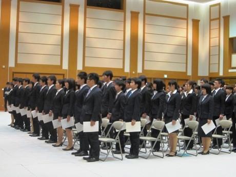 2011年度のI種・II種合同入省式に出席した123人の新職員
