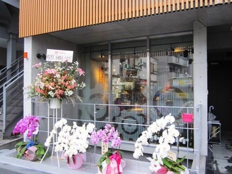 神楽坂にオープンした「COGS DINING KAGURAZAKA」外観