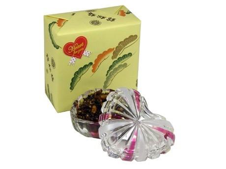 四谷・錦松梅が販売するハート型容器入りのバレンタイン限定商品