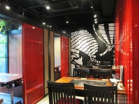 神楽坂にオープンした新店「こなもの屋 剛田」(画像=花魁をイメージしたという店内)
