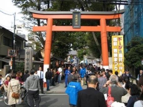 神楽坂通りと赤城神社境内を会場に「ドーンと福井in神楽坂 越前・若狭まつり」が開催される