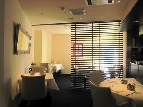 神楽坂に移転オープンしたイタリアンレストラン「DIRITTO」店内
