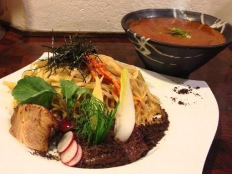 市ケ谷の人気ラーメン店「麺や 庄の」が提供している期間限定の「チョコつけ麺」