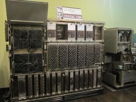 東京理科大学近代科学資料館で展示が始まった国内初の商用電子計算機「UNIVAC120」